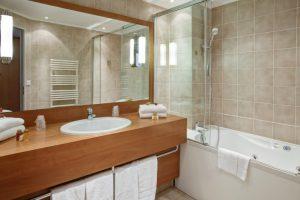 bathroom_for_suite_-_paris_opera_cadet_hotel-768x512